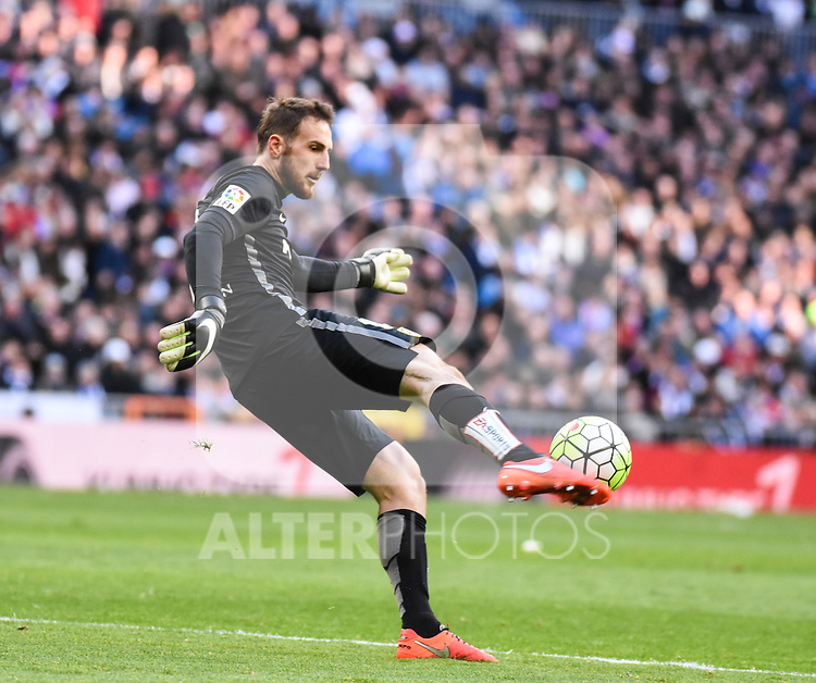 Atletico de Madrid´s Oblak during 2015/16 La Liga match between Real Madrid and Atletico de Madrid at Santiago Bernabeu stadium in Madrid, Spain. February 27, 2016. (ALTERPHOTOS/Javier Comos)
