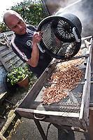 il pescatore di gamberetti Xavier Vanbillemont e la cottura dei gamberetti