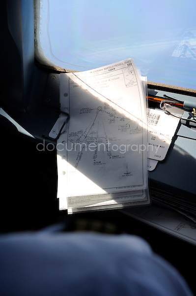 copyright : magali corouge / Documentography.10/06/09.Me?tier : Pilote..Fiches de vol.