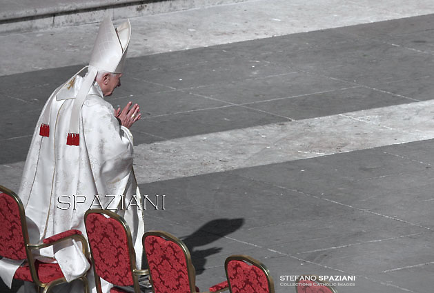 Pope emeritus Benedict XVI attend a papal mass for the beatification of Paul VI,Pope Francis during mass for the beatification of Paul VI, at St Peter's square on October at the Vatican. 19, 2014