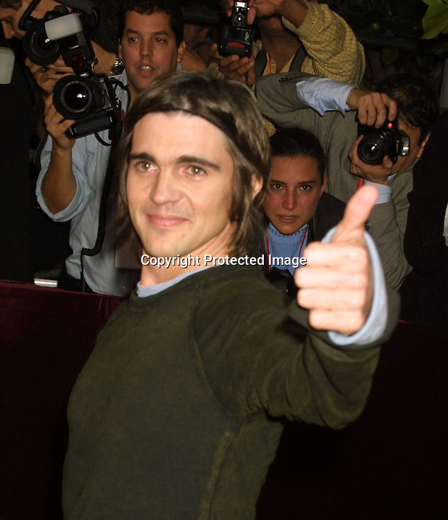 ©2003 AURA BLANDINO/HUTCHINS PHOTO.Premio Lo Nuestro Music Awards.February 5th, 2003.James Knight Center.Miami, FL .JUANES