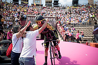 Esteban Chaves (COL/Mitchelton-Scott) entering the Verona amphitheater after finishing the closing iTT and hugging his parents who await him there<br /> <br /> Stage 21 (ITT): Verona to Verona (17km)<br /> 102nd Giro d'Italia 2019<br /> <br /> ©kramon