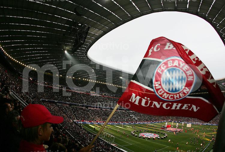 Fussball Stadioneroeffnung Allianz Arena Muenchen FC Bayern Muenchen 4-2 Deutsche National Mannschaft Stadionuebersicht mit FC B Fahne