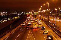 SÃO PAULO, 03 DE MAIO 2013 - TRANSITO SP - Condições do trânsito na noite desta sexta-feira(03) é intenso na Marginal Tietê sentido Rod castelo Branco na altura da Ponte da Casa Verde - FOTO: LOLA OLIVEIRA/BRAZIL PHOTO PRESS