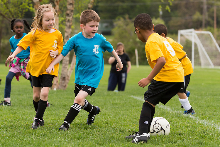 Benjamin, a defender, prepares to stop his opponent's attack.