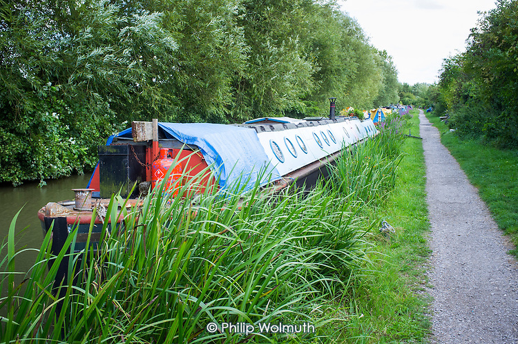 Narrowboats on the Oxford Canal.