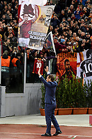 Francesco Totti waves the supporters after being officially included in the AS Roma team hall of fame ahead the Uefa Champions League 2018/2019 Group G football match between AS Roma and Real Madrid atOlimpico stadium , Rome, November, 27, 2018 <br />  Foto Andrea Staccioli / Insidefoto