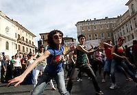 Ballerini si esibiscono durante la manifestazione in piazza Navona, Roma, 7 giugno 2010, contro i tagli del governo alla cultura..Dancers perform during a protest in Rome, 7 june 2010, against financial cuts to culture..UPDATE IMAGES PRESS/Riccardo De Luca