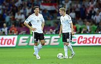 FUSSBALL  EUROPAMEISTERSCHAFT 2012   HALBFINALE Deutschland - Italien              28.06.2012 Mario Gomez (li) und Toni Kroos (re, beide Deutschland) sind enttaeuscht