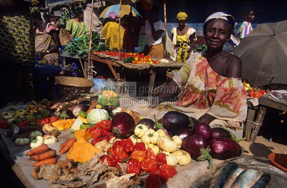 Afrique/Afrique de l'Ouest/Sénégal/Basse-Casamance/Ziguinchor : Marché Saint-Maur, étal légumes