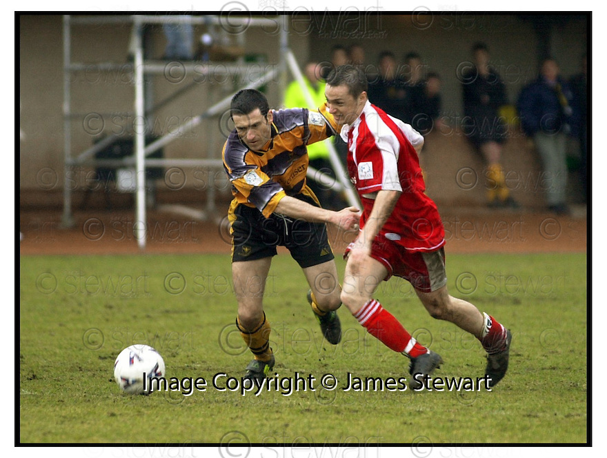 10th March 2001    Copyright Pic : James Stewart .Ref :                           .File Name : stewart09-alloa v clyde.ALLOA'S JOHN MCQUILLAN GETS TO GRIPS WITH JAMIE MITCHELL......Payments to :-.James Stewart Photo Agency, Stewart House, Stewart Road, Falkirk. FK2 7AS      Vat Reg No. 607 6932 25.Office : +44 (0) 1324 630007        Mobile : 07721 416997.Fax     : +44 (0) 1324 630007.E-mail : jim@jspa.co.uk.If you require further information then contact Jim Stewart on any of the numbers above.........
