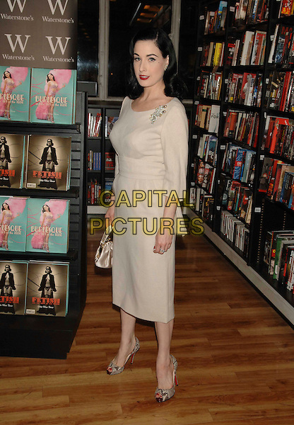 """DITA VON TEESE.At Waterstone's to sign her book """"Burlesque & The Art Of The Teese"""", London, England..November 22nd, 2007.full length beige dress brooch cream snakeskin shoes bag purse .CAP/WIZ.©Wizard/Capital Pictures."""
