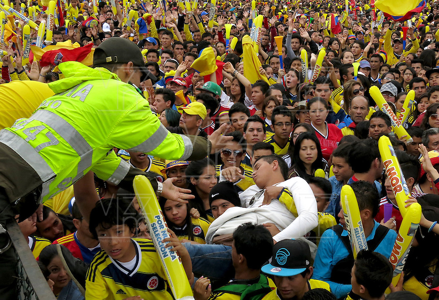 BOGOTA -COLOMBIA. 06-07-2014. Miles de colombianos colmaron la avenida Eldorado y el parque Simón Bolivar para darles la bienvenida a su selección de futbol y su tecnico Jose Pekerman luego de su participacion en el mundial de Brazil 2014. / Thousands of Colombians filled the Eldorado Avenue and the Simón Bolivar park to welcome them to their soccer team and its technical Jose Pekerman after his participation in the World Cup Brazil 2014. Photo: VizzorImage/CONT