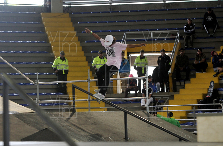 BOGOTA - COLOMBIA - 12 - 08 - 2017: Jhancarlo Gonzalez, Skater, de Colombia, durante competencia en el Primer Campeonato Panamericano de Skateboarding, que se realiza en el Palacio de los Deportes en la Ciudad de Bogota. / Jhancarlo Gonzalez, Skater, from Colombia, during a competitions in the First Pan American Championship of Skateboarding, that takes place in the Palace of Sports in the City of Bogota. Photo: VizzorImage / Luis Ramirez / Staff.