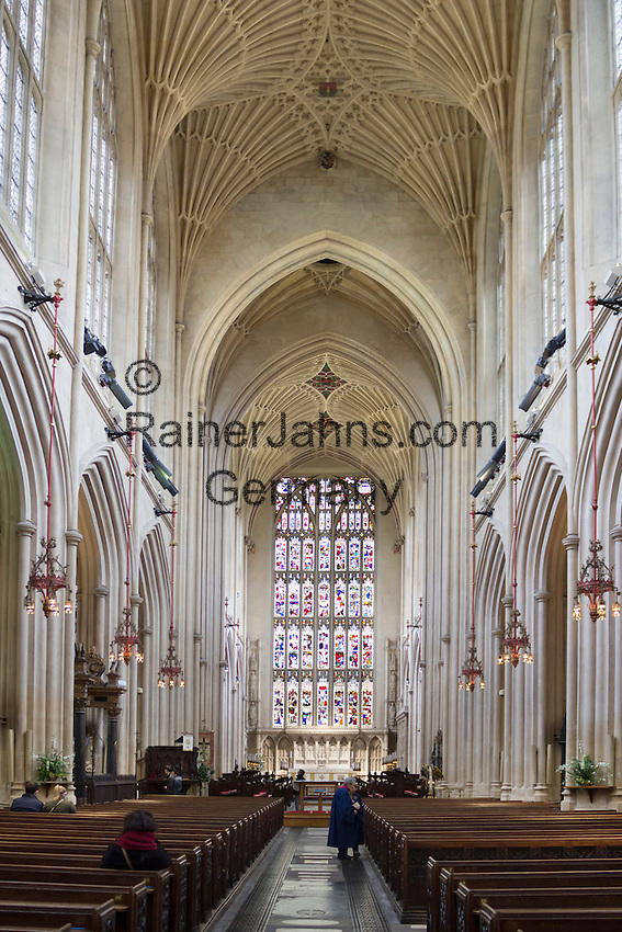 Great Britain, Bath and NE Somerset, Bath: Bath Abbey nave, fan vaulted ceiling and East window | Grossbritannien, England, Bath and NE Somerset, Grafschaft Somerset, Kurort Bath: Bath Abbey