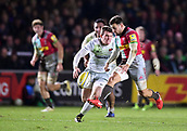 3rd December 2017, Twickenham Stoop, London, England; Aviva Premiership rugby, Harlequins versus Saracens; Danny Care of Harlequins chips through