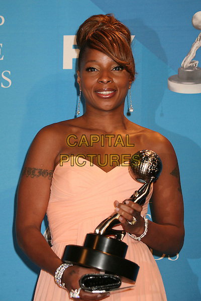 MARY J. BLIGE.38th Annual NAACP Image Awards at the Shrine Auditorium - Press Room, Los Angeles, California, USA, .2 March 2007..half length cream strapless dress award trophy.CAP/ADM/BP.©Byron Purvis/AdMedia/Capital Pictures.