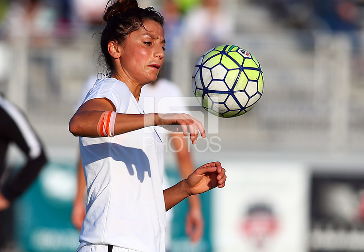 Boyds, MD - Saturday May 07, 2016: Portland Thorns FC forward Nadia Nadim (9) before a regular season National Women's Soccer League (NWSL) match at Maureen Hendricks Field, Maryland SoccerPlex. Washington Spirit tied the Portland Thorns 0-0.