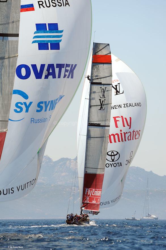 Louis Vuitton Trophy La Maddalena 6 giugno 2010. Emirates Team New Zealand e Synergy Russian Sailing Team naviga sotto spi durante una delle regate della finale.