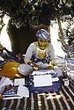 Irak 1985.Dans les zones libérées, région de Lolan, bureau d'une base de peshmergas sous les arbres.Iraq 1985.In liberated areas, Lolan district, the office under the trees