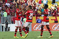 RIO DE JANEIRO, 04.05.2014 - Paulinho do Flamengo comemora seu gol durante o jogo contra Palmeiras pela terceira rodada do Campeonato Brasileiro disputado neste domingo no Maracanã. (Foto: Néstor J. Beremblum / Brazil Photo Press)