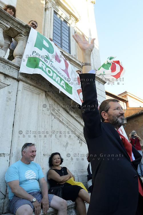 Roma, 26 Giugno 2015<br /> Piazza de Campidoglio<br /> Il sindaco Ignazio Marino scende in Piazza , bagno di folla.<br /> Manifestazione in solidariet&agrave; con il Sindaco di Roma
