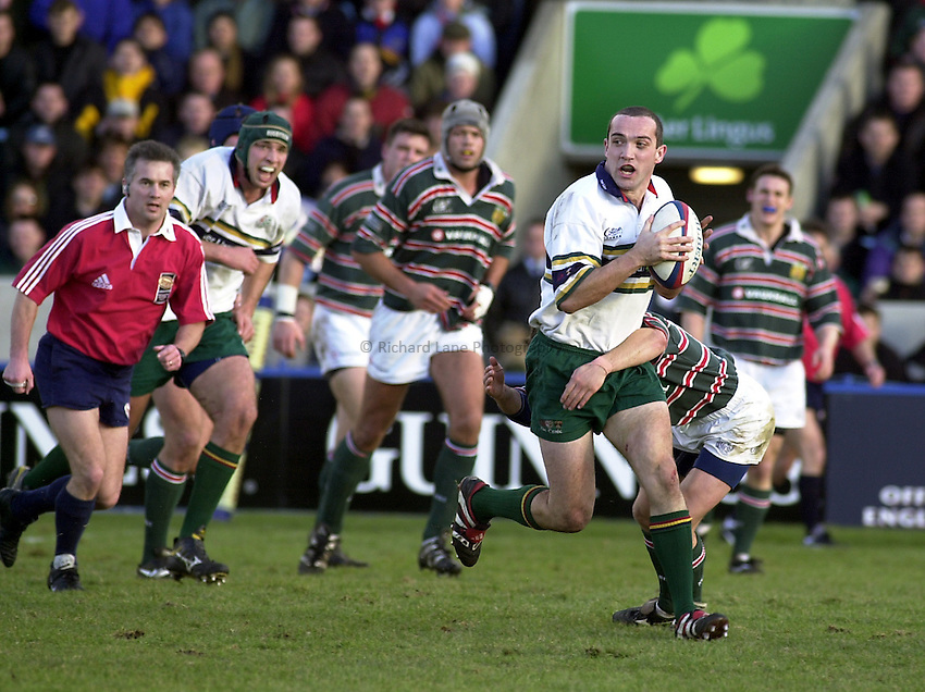 Photo. Richard Lane.London Irish v Leicester. Tetley Bitter 4th Round. 29/1/2000. .Conor O'Shea attacks.