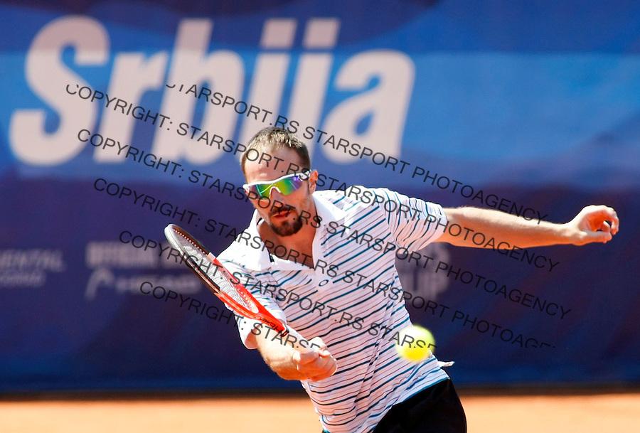 Tenis, .SERBIA OPEN 2010.Dusan Vemic Vs. Franko Skugor.Dusan Vemic, returnes.Belgrade, 01.05.2010..foto: Srdjan Stevanovic/Starsportphoto ©