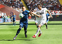Bobby Wood (Hamburger SV) gegen David Abraham (Eintracht Frankfurt) - 05.05.2018: Eintracht Frankfurt vs. Hamburger SV, Commerzbank Arena, 33. Spieltag Bundesliga