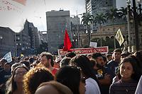 SÃO PAULO, SP, 31.03.2017 - PROTESTO-SP - Professores durante ato contra a Reforma da Previdência e o Sampaprev, em frete a prefeitura de São Paulo e viaduto do Chá, nesta sexta-feira, 31. (Fotos: Nelson Gariba/Brazil Photo Press)