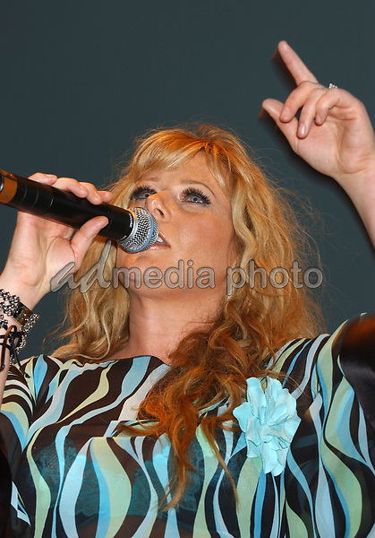 June 12, 2004; Nashville, TN, USA; Singer JAMIE O'NEAL during the 2004  CMA Music Festival held at Riverfront Park. Mandatory Credit: Photo by Laura Farr/AdMedia. (©) Copyright 2004 by Laura Farr
