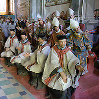 Sacro Monte di Orta Cappella XX: canonizzazione di San Francesco con la presenza di re, principi, cardinali e vescovi..Sacred Mount of Orta Chapel XX: canonization of Francesco Saint. Were present princes, king, cardinals and bishops.