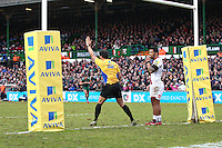 28.02.2015.  Leicester, England.  Aviva Premiership. Leicester Tigers versus Sale Sharks.   Referee Greg Garner awards  Leicester Tigers a penalty try for repeated scrummaging offences by Sale Sharks