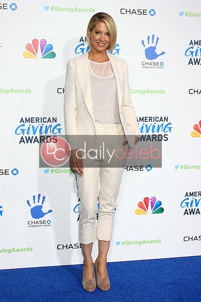 LOS ANGELES - DEC 7:  Jenna Elfman arrives to the 2012 American Giving Awards at Pasadena Civic Center on December 7, 2012 in Pasadena, CA