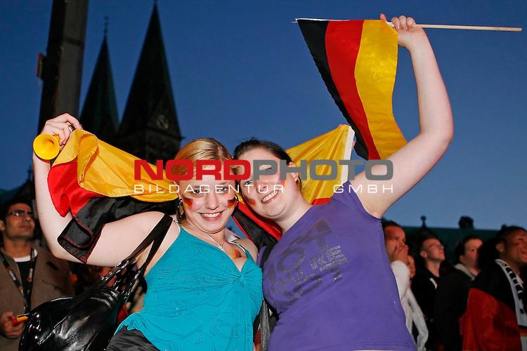 UEFA Euro 2008 Group B Fanmeile Bremen Match 20 <br /> <br /> &divide;sterreich ( AUT ) - Deutschland ( GER ) 0:1 (0:0)<br /> Austria vs. Germany<br /> <br /> Fanmeile und Public Viewing in Bremen.<br /> Feiern in Schwarz-Rot-Gold.<br /> <br /> Foto &copy; nph (  nordphoto  ) *** Local Caption ***