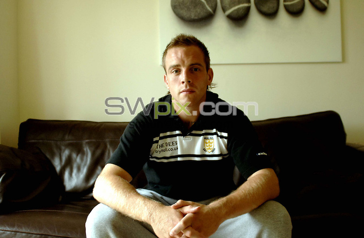 Pix by BEN DUFFY/SWpix.com -Rugby League - Powergen challenge cup, Ewan Dowes...23/08/05..Picture Copyright >> Simon Wilkinson >> 07811267706..Ewan Dowes, of Hull FC rugby League team. Pictured at his home in Robin Hood, West Yorkshire