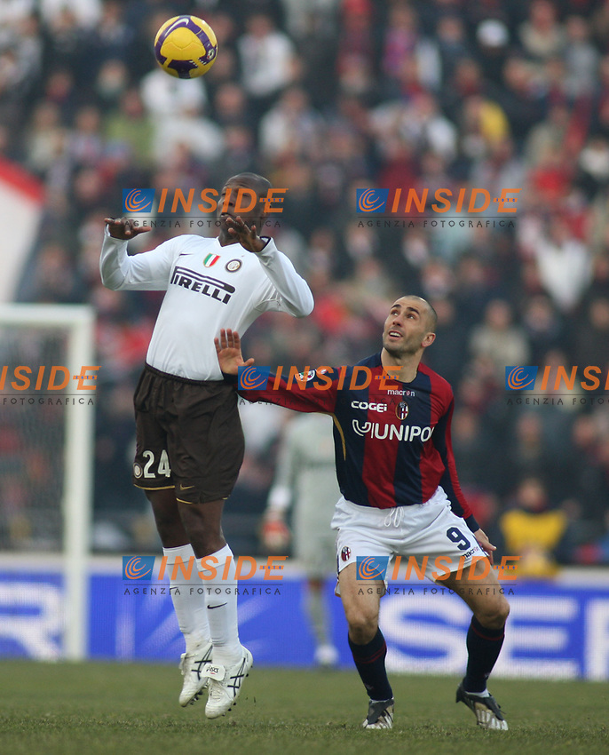 Inter's Ribas and Bologna's Marco Di Vaio during their italian serie A soccer match at Dall'Ara Stadium in Bologna , Italy , February 21 , 2009 - Photo: Prater/Insidefoto ©