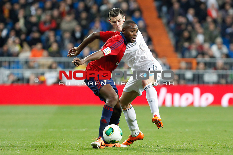 Real Madrid¬¥s Gareth Bale (R) and Osasuna¬¥s Raoul Loe during King¬¥s Cup match in Santiago Bernabeu stadium in Madrid, Spain. January 09, 2014. Foto © nph / Victor Blanco)