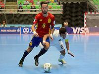MEDELLIN - COLOMBIA- 21-09-2016: Rivillos (Izq) jugador de España disputa el balón con Dinmukhambet Suleimenov (Der) jugador de Kazajistán durante partido de octavos de final de la Copa Mundial de Futsal de la FIFA Colombia 2016 jugado en el Coliseo Ivan de Bedout en Medellín, Colombia. /  Rivillos (L) player of Spain fights the ball with Dinmukhambet Suleimenov (R) player of Kazakhstan during match of the knockout stages of the FIFA Futsal World Cup Colombia 2016 played at Ivan de Bedout coliseum in Medellin, Colombia. Photo: VizzorImage / Leon Monsalve /