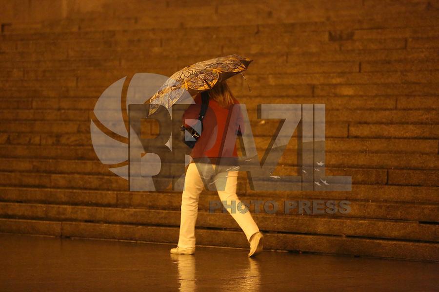 SAO PAULO, SP, 17/05/2012, CHUVA.  A madrugada chuvosa na capital paulista na madrugada de hoje (17). Luiz Guarnieri/ Brazil Photo Press.