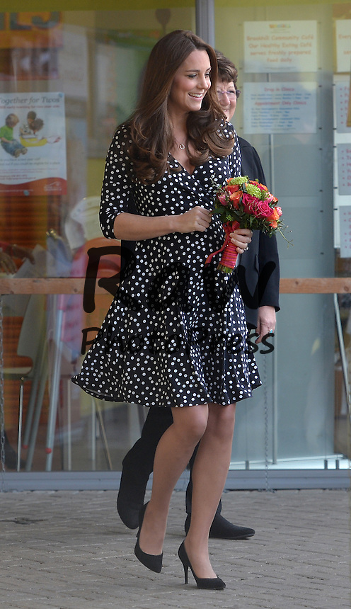 Kate Middleton ha visitado el Brookhill Children's Centre de Woolwich.<br /> <br /> Image &copy;Licensed to i-Images Picture Agency. 18/03/2015. London, United Kingdom. <br /> <br /> The Duchess of Cambridge visits Brookhill Children's Centre In Woolwich, London, UK.<br /> <br /> Picture by Ben Stevens / i-Images