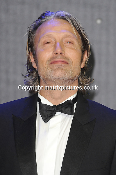 NON EXCLUSIVE PICTURE: PAUL TREADWAY / MATRIXPICTURES.CO.UK<br /> PLEASE CREDIT ALL USES<br /> <br /> WORLD RIGHTS<br /> <br /> Danish actor Mads Mikkelsen attending the European Premiere of Star Wars: The Force Awakens in Leicester Square, in London.<br /> <br /> DECEMBER 16th 2015<br /> <br /> REF: PTY 153700