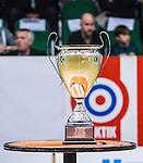 S&ouml;dert&auml;lje 2015-04-10 Basket SM-Semifinal 5 S&ouml;dert&auml;lje Kings - Sundsvall Dragons :  <br /> SM-pokalen p&aring; ett bord i T&auml;ljehallen inf&ouml;r matchen mellan S&ouml;dert&auml;lje Kings och Sundsvall Dragons <br /> (Foto: Kenta J&ouml;nsson) Nyckelord:  S&ouml;dert&auml;lje Kings SBBK T&auml;ljehallen Sundsvall Dragons pokal pokalen SM buckla bucklan