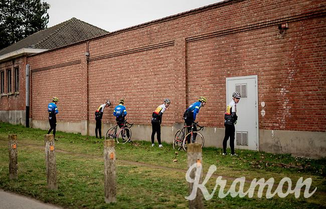 synchronised pre-start relief<br /> <br /> Elite + U23 Men's Race<br /> CX GP Leuven (BEL) 2020<br />  <br /> ©kramon