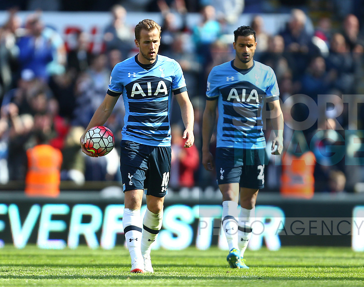 Tottenham's Harry Kane dejected during the Barclays Premier League match at St James' Park. Photo credit should read: Philip Oldham/Sportimage