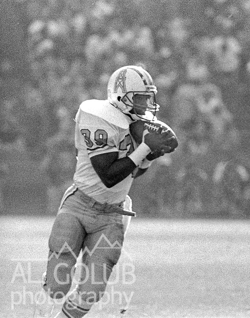 San Francisco 49ers vs Houston Oilers  at Candlestick Park Sunday, November 8, 1987..49ers Beat Oilers 27-20.Houston Oiler Running Back Andrew Jackson (39) catches pass..