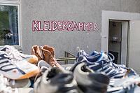 Kleiderkammer der Berliner Stadtmission in der Lehrter Strasse im Bezirk Mitte - Zentrum am Hauptbahnhof.<br /> 13.5.2020, Berlin<br /> Copyright: Christian-Ditsch.de<br /> [NUR FUER REDAKTIONELLE ZWECKE! Werbung nur auf Anfrage beim Fotografen. Inhaltsveraendernde Manipulation des Fotos nur nach ausdruecklicher Genehmigung des Fotografen. Vereinbarungen ueber Abtretung von Persoenlichkeitsrechten/Model Release der abgebildeten Person/Personen liegen nicht vor. NO MODEL RELEASE! Don't publish without copyright Christian-Ditsch.de, Veroeffentlichung nur mit Fotografennennung, sowie gegen Honorar, MwSt. und Beleg. Konto: I N G - D i B a, IBAN DE58500105175400192269, BIC INGDDEFFXXX, Kontakt: post@christian-ditsch.de<br /> Bei der Bearbeitung der Dateiinformationen darf die Urheberkennzeichnung in den EXIF- und  IPTC-Daten nicht entfernt werden, diese sind in digitalen Medien nach §95c UrhG rechtlich geschuetzt. Der Urhebervermerk wird gemaess §13 UrhG verlangt.]