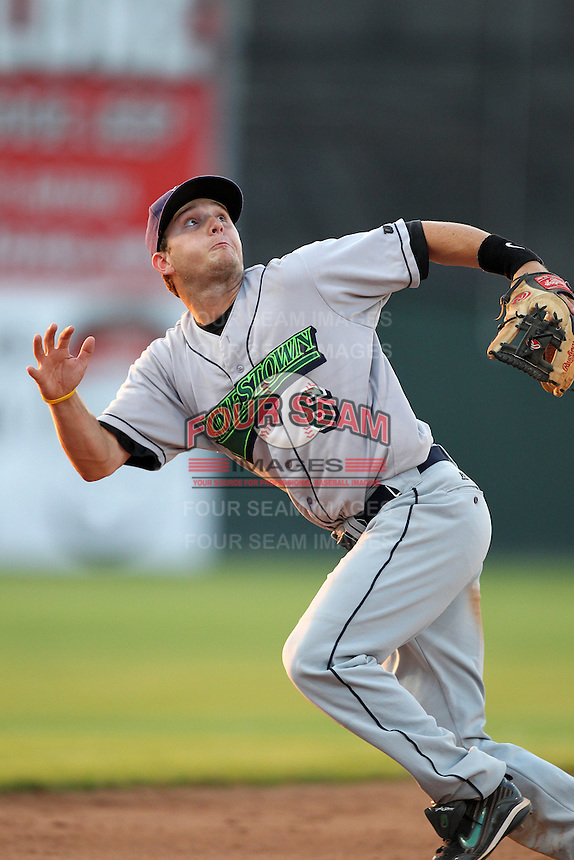 Jamestown Jammers third baseman Dallas Poulk (6) during a game vs. the Batavia Muckdogs at Dwyer Stadium in Batavia, New York July 17, 2010.   Jamestown defeated Batavia 5-2.  Photo By Mike Janes/Four Seam Images