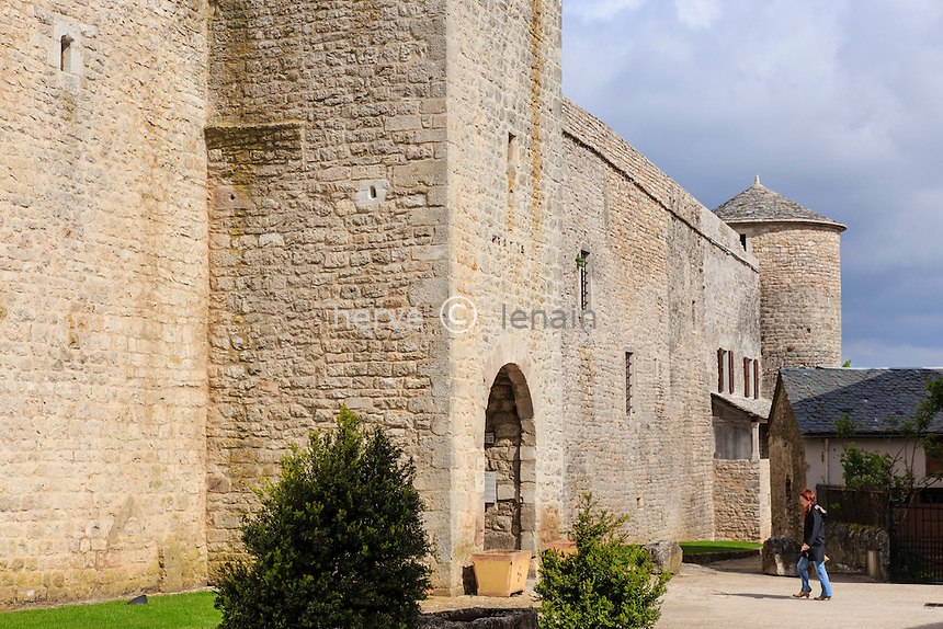 France, Aveyron (12), la Cavalerie, enceinte fortifiée, la porte principale // France, Aveyron, la Cavalerie, fortifications, the main door