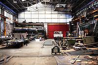 Genova: l'officina dell'azienda meccanica Meccar durante la pausa pranzo. L'azienda lavora per Fincantieri